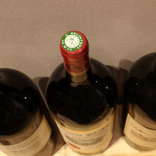 3 Magnums  MISCELLANEOUS WINES FOR SALE AS IS 1 Château BOUSCAUT Graves 1969, 1 …