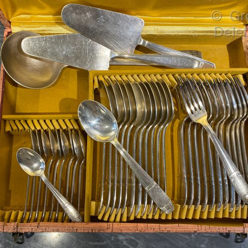 Part of a silver plated Art Deco style cutlery set consisting of ten small spoon…