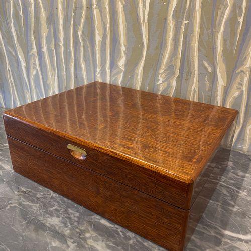 Cigar humidor of rectangular shape in exotic wood veneer for the Civette in Pari…