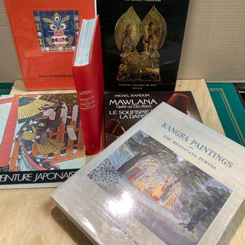 Lot of art books on the art of China, Japan, Islam and India