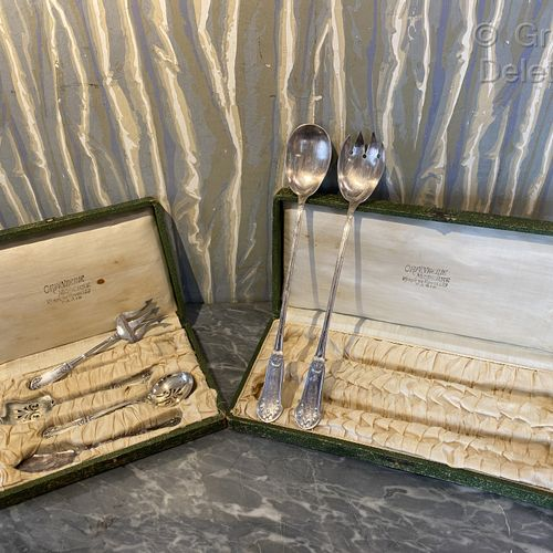 Set of service including a salMobiliere and a set of mignardises.  Two cases.