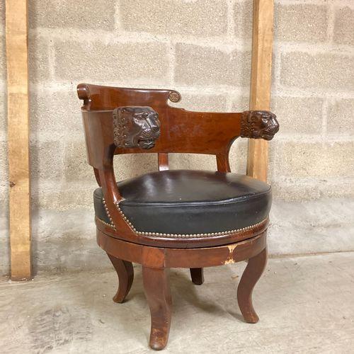 红木移动办公椅,带狮头扶手。  帝国风格  79 x 60 x 67厘米