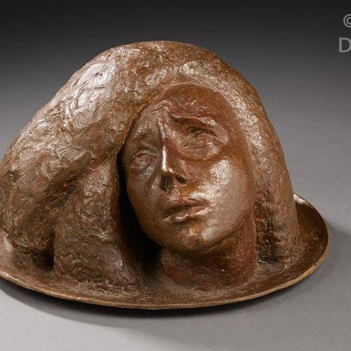 Serge YOURIEVITCH (1876 1969) Sculpture en bronze à patine brune figurant une tê…
