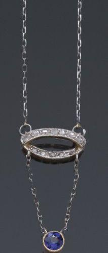 Collier en or gris orné d'un motif serti de diamants taillés en rose retenant un…