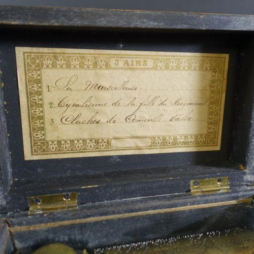 Petite boîte à musique à trois airs (la Marseillaise, Tyrolienne de la Fille du …