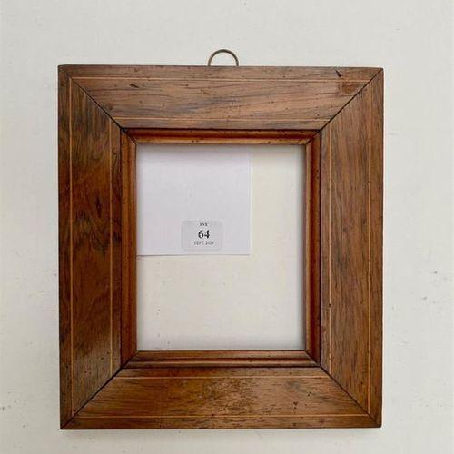 CADRE en palissandre et filet de buis. XIXème siècle 10,5 x 8,5 x 4 cm