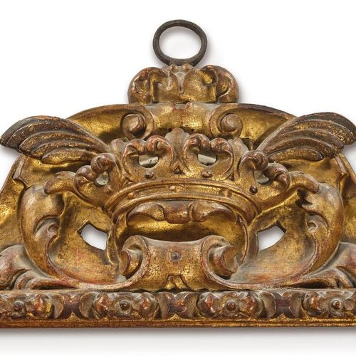 Grand et rare CADRE à profil renversé en bois sculpté et doré, feuillure en fris…