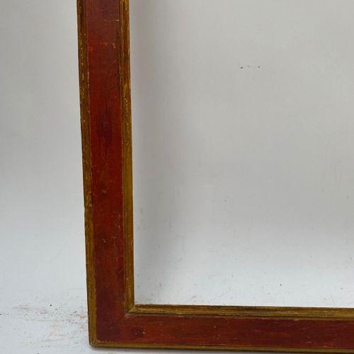 CADRE à profil plat ocre et or  Italie, XVIIIème siècle  71,5 x 58,5 x 6 cm 20F