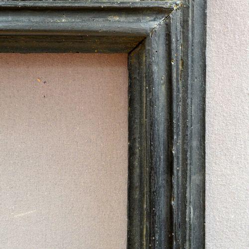 CADRE à profil renversé en bois mouluré et noirci  Italie, XVIIème siècle  94 x …