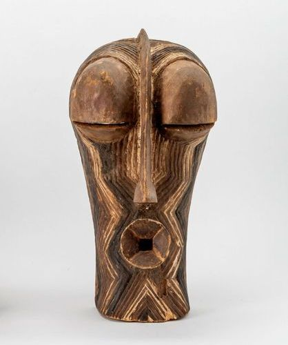 "Gesichtsmaske Kilume"""" Wood, carved with remains of white and black paint (splin…"