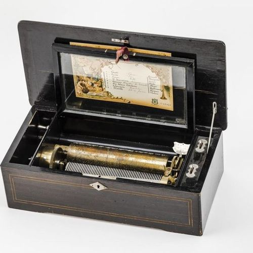 Walzenspielgerät mit acht Airs Longitudinal rectangular wooden case with fine ma…