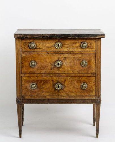 Little Louis Seize dresser. Three drawer body, fluted edges, round brass fitting…