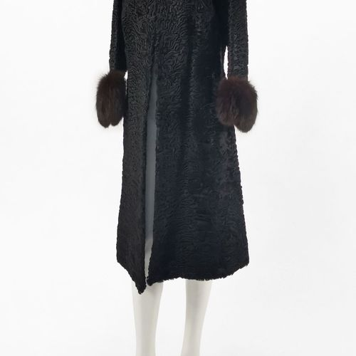 Pelz Margot, manteaux long  Fourrure d'astrakan noir, col et manches en vison br…