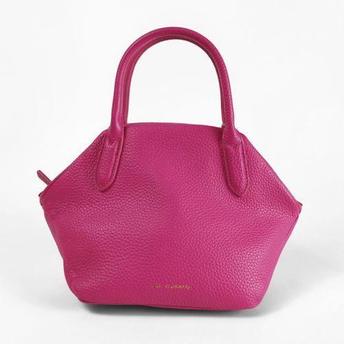 Lulu Guinness, sac à main  Cuir grainé rose, ouverture figurant une bouche rouge…