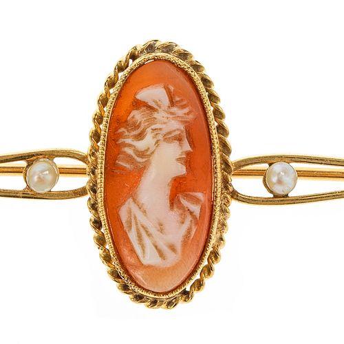 Broche ornée d'un camée ovale à décor de portrait de femme épaulé de petites per…