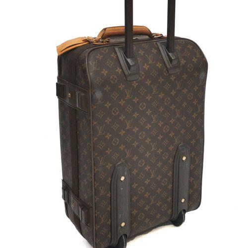 Louis Vuitton, Pégase 55, valise à roulettes  Toile cirée monogrammée et cuir, g…