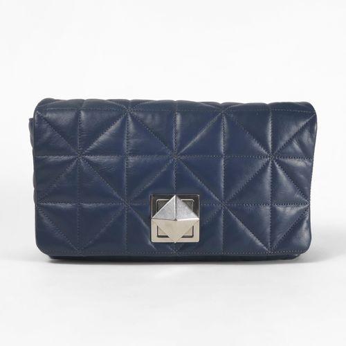 Sonia Rykiel, sac à main  Cuir matelassé bleu, garniture en métal argenté, bando…