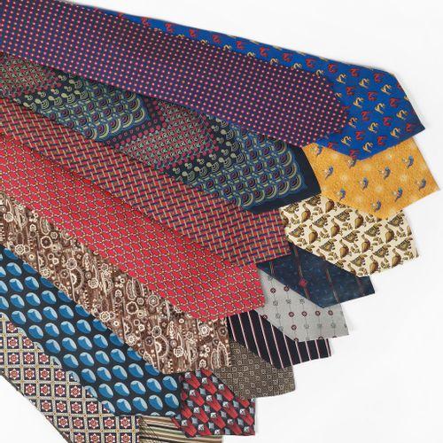 Lot d'une trentaine de cravates de diverses marques, notamment:  Christian Dior,…