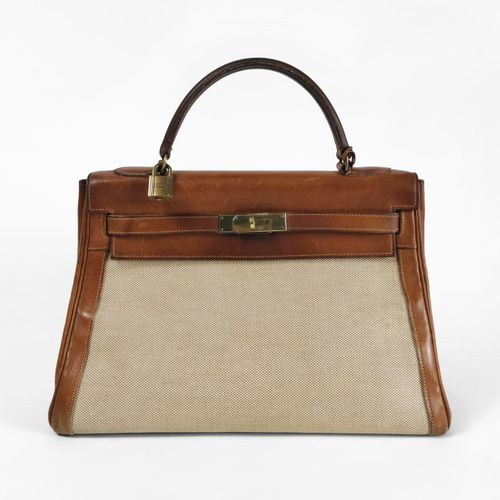 Hermès, Kelly, sac à main  Toile Sahara et cuir gold, cadenas et clefs, garnitur…