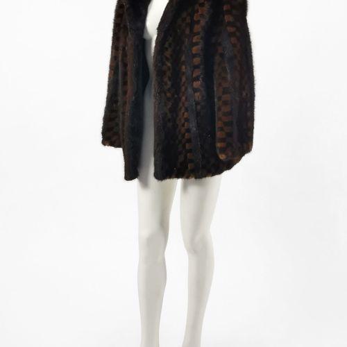 Veste  Fourrure de vison en damier brun clair et foncé, fermeture à crochets, po…
