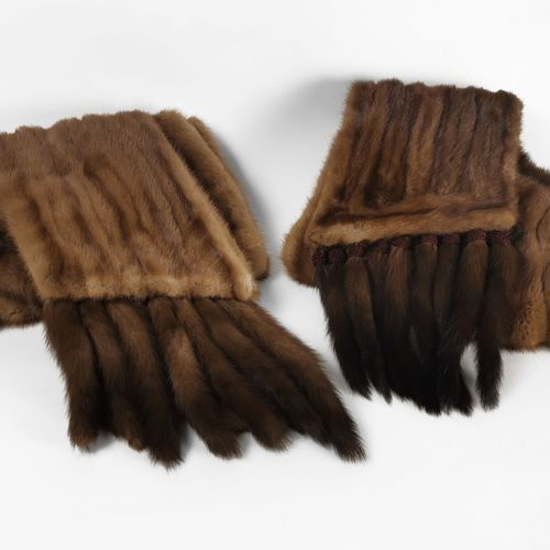 Deux étoles à franges  Vison brun, intérieur en tissu bronze, L env. 220 cm