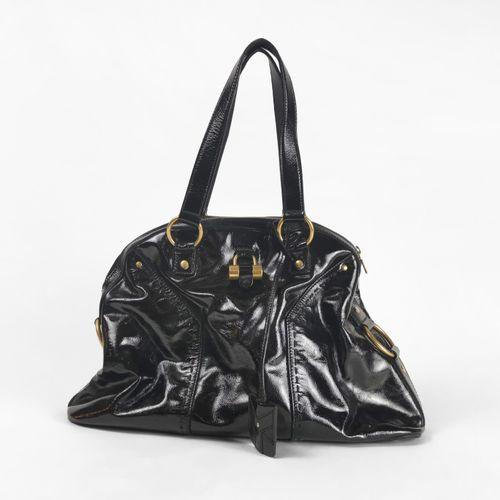 Yves Saint Laurent, sac à main  Cuir verni noir, garniture en métal doré, fermet…
