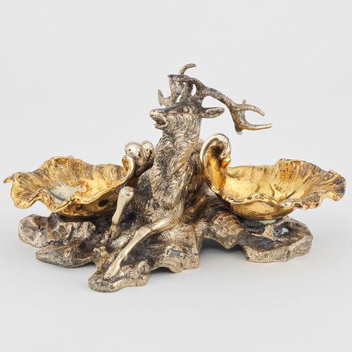 Saleron double de style rocaille à décor de cerf,  Italie, Argent 800 et vermeil…