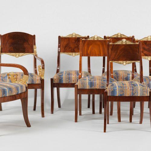 Paire de fauteuils et six chaises, Russie, circa 1820  Accotoirs crosse, acajou …