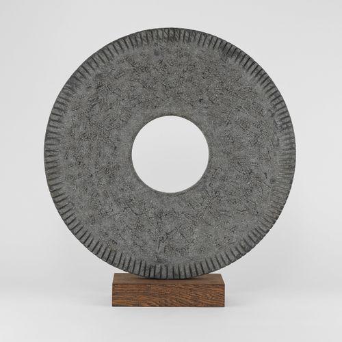 Alexia Weill (XXe XXIe s)  Variations, basalte sculpté sur un socle en bois weng…