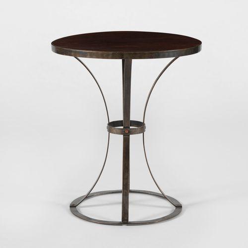 Guéridon d'après Pierre Chareau  Acajou et acier riveté, 65x55 cm