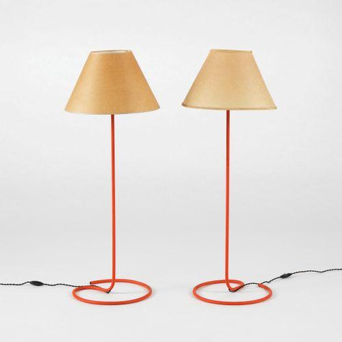 Paire de lampes  Métal laqué rouge, H 73 cm