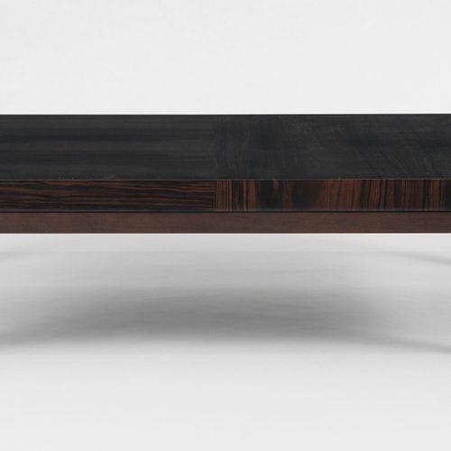 Table basse par Christian Liaigre (1943)  Modèle Boke, ébène de Makassar et noye…