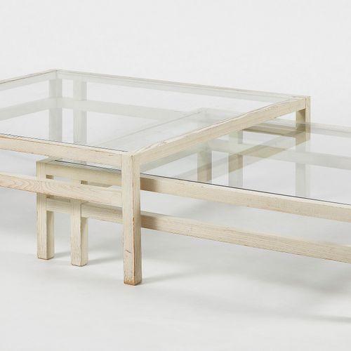 Deux tables basses gigognes, XXe s  Bois lasuré beige, 35x100x100 cm