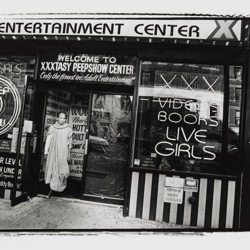 Michael Ackerman (1967)  Times Square, 1996, photographie, signée et titrée au d…