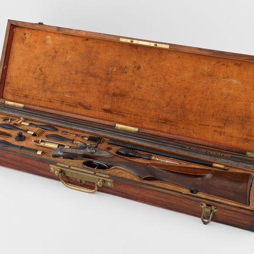 Coffret présentant un fusil de chasse, Bulgarie, fin XIXe s  Canne en acier dama…