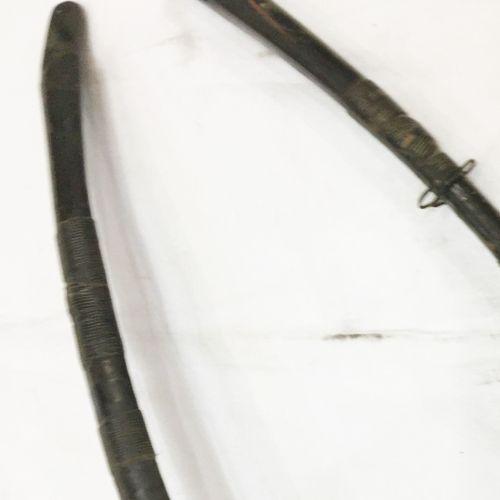 一套2个漆木蝴蝶结。日本 19世纪。签名。长:216和210厘米