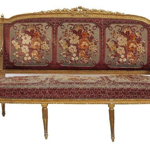 552 Suite of four armchairs and a bench in carved and gilded wood, decorated wit…