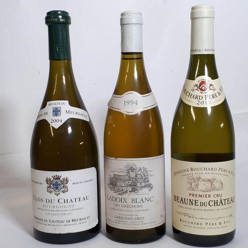 """3 B Assortiment blancs dont 1B BOURGOGNE """"Clos du Château"""".  1B LADOIX blanc """"Le…"""