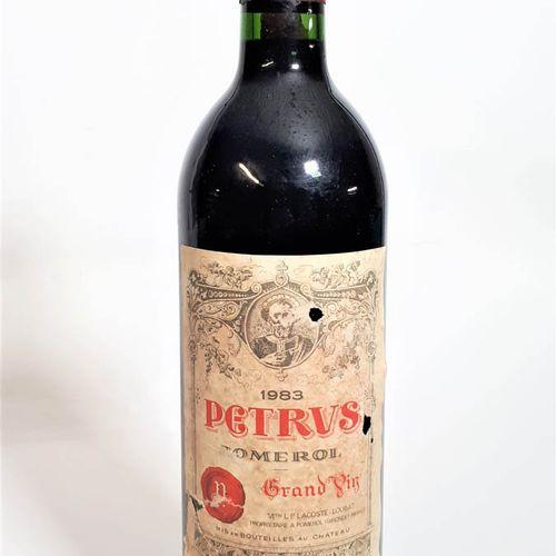 1 B PETRUS (Bons N. Eta déchir.Coin gche, ca) Pomerol 1983