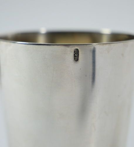 Timbale conique en argent, base godronnée, par Karl Fabergé, contrôleur cyrilliq…