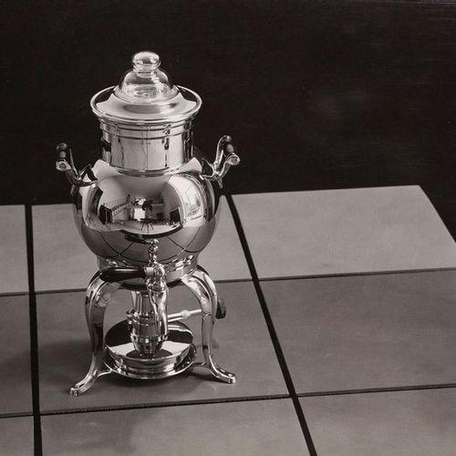 Adolf Lazi Studio Lazi, reproduit en miroir dans un samovar, années 1940, impres…