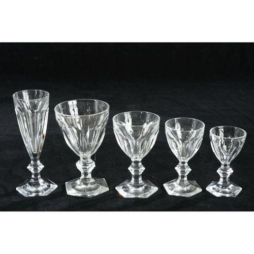 BACCARAT. SERVICE A BOISSON en cristal modèle Harcourt comprenant 12 flûtes à ch…