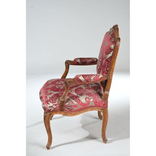 LOUIS XV FAUTEUIL with flat backrest model à la Reine carved with garlands of fl…