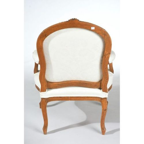 LOUIS XV FALLS with flat back to the Queen in natural wood molded and carved wit…