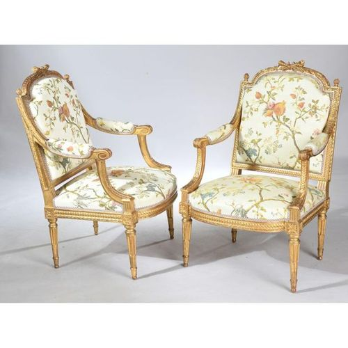 PLEANT PAIR OF LOUIS XVI FALLS with flat back to the Queen in gilded wood and ca…