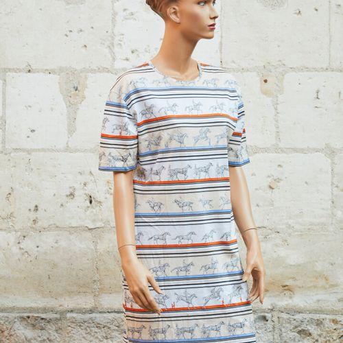 赫米斯。棉质针织衫连衣裙,有马术印花的楣条和蓝色及橙色条纹。尺寸L。