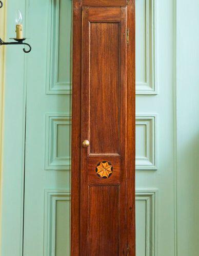 镶嵌的木质落地钟。  刻有Philippe REYNAERT Brugges 1779的表盘。  十八世纪末的布鲁日作品  高度:228厘米