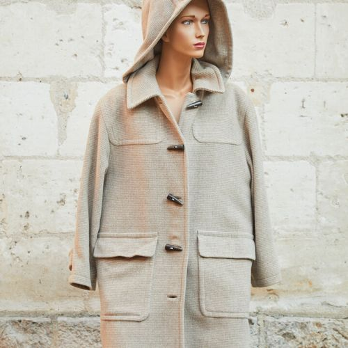 ESCADA Margaretha Lay.维尔京羊毛、安哥拉羊毛和羊绒羽绒大衣,米色和奶油色。尺寸40