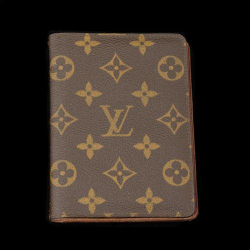 LOUIS VUITTON Paris  Porte carte, en cuir monogrammé  10 x 14 cm état d'usage