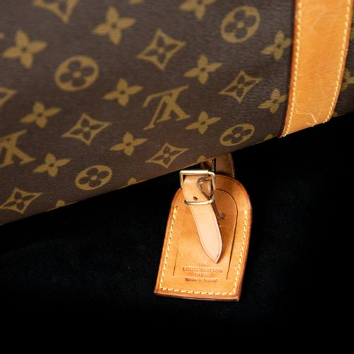 Louis VUITTON Porte vêtements en cuir monogrammé  poignée de transport, porte ét…